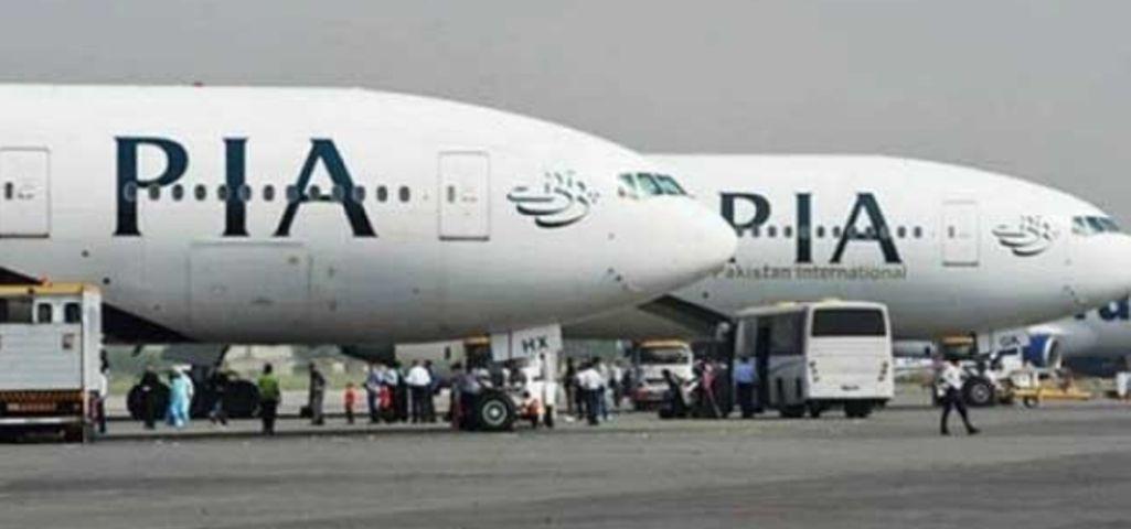 پی آئی اے طیارہ ہینگر سے نکلتے ہوئے شاہین ایئر لائن کے ناکارہ طیارے سے ٹکرا گیا